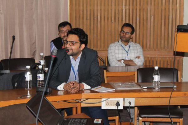 Ankit-Taparia-member-of-IC-InnovatorCLIB-explains-about-his-product-at-the-clubs-third-meeting-1024x683