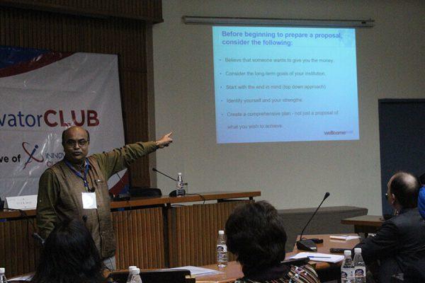 Dr-Shirshendu-Mukherjees-session-in-progress-at-IC-InnovatorCLUB-second-meeting-3
