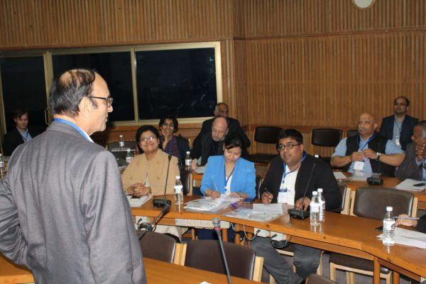 Dr-V-K-Singh-engage-the-IC-InnovatorCLUB-members-at-the-clubs-third-meeting-1024x683