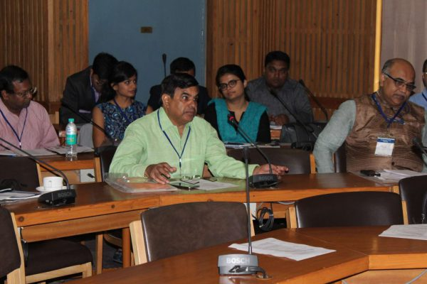Dr-Vinod-Nikhra-introduces-himself-to-the-members-of-IC-Innovators-Club-Meeting-1024x683