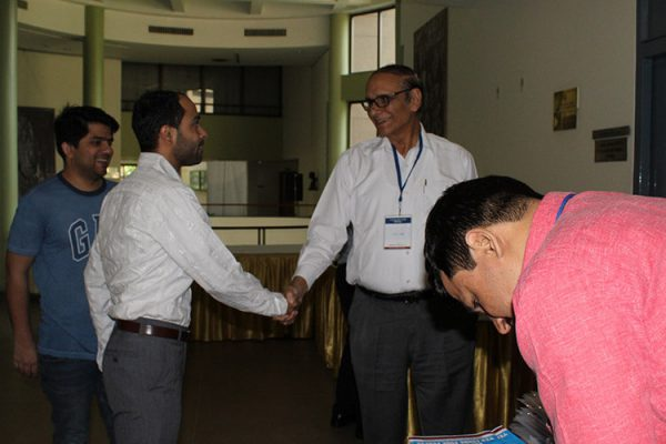 2. Areez Malik shaking hands with Dr. V K Singh at IC InnovatorsClub 4th Meeting