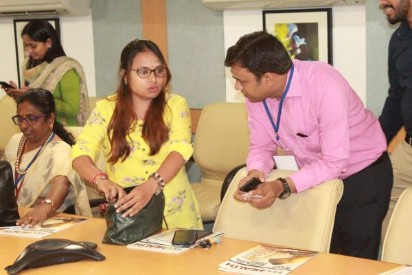 Dr. Anjali Arya and Mr. Manoj Vimal interacting with each other